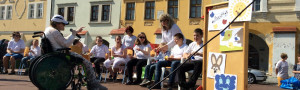 Sluneční paprsky provázely hudební vystoupení našich žáků